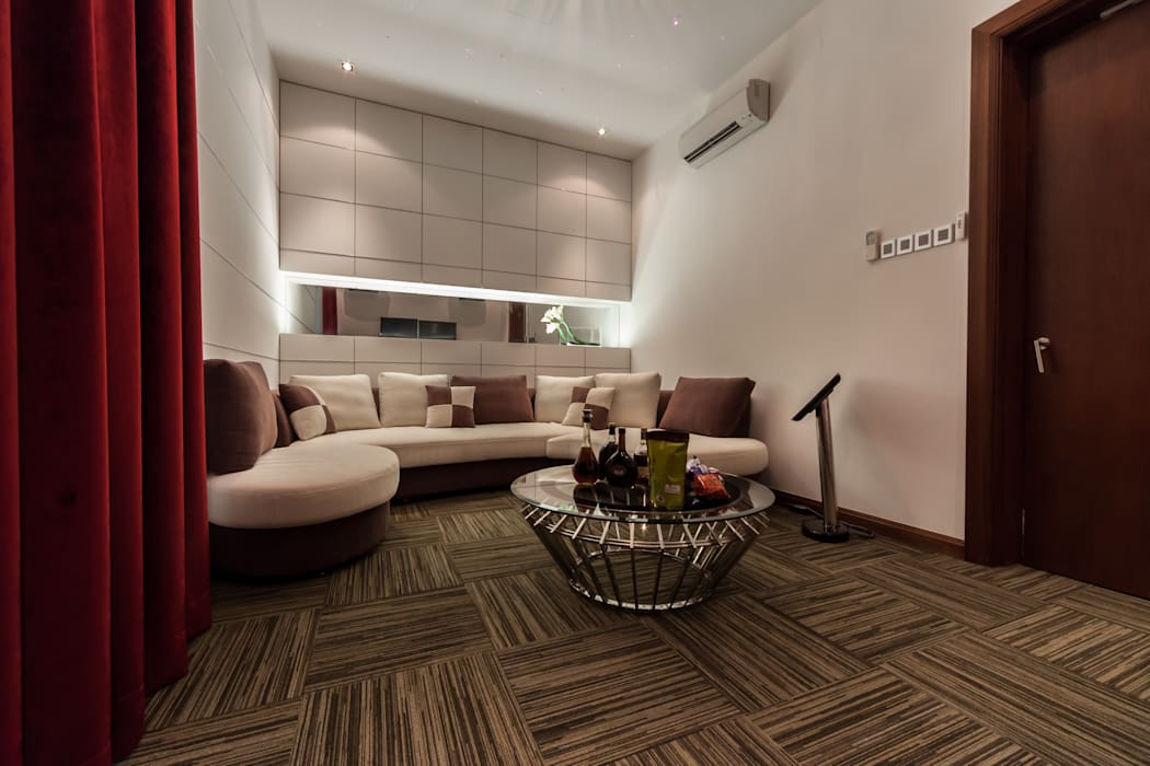 Salle multimédia minimaliste par Design Spirits Minimaliste