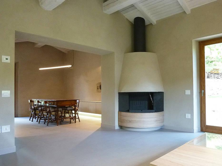 Living e dining room con camino ad angolo sala da pranzo for Living con camino