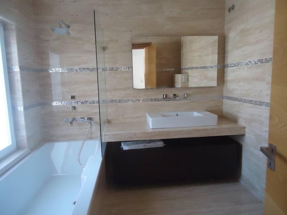Moradia Sintra 2013 Casas de banho ecléticas por Atelier Ana Leonor Rocha Eclético
