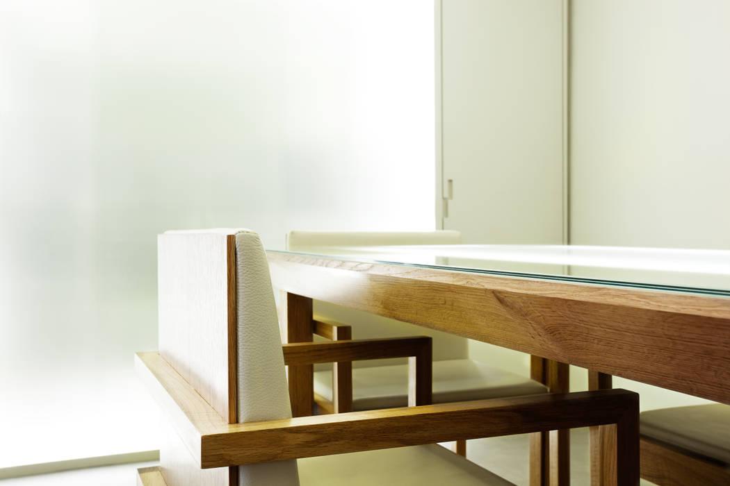 Pormenor da Cadeira Locais de eventos minimalistas por Atelier 405 \ 405 architects Minimalista Madeira maciça Multicolor