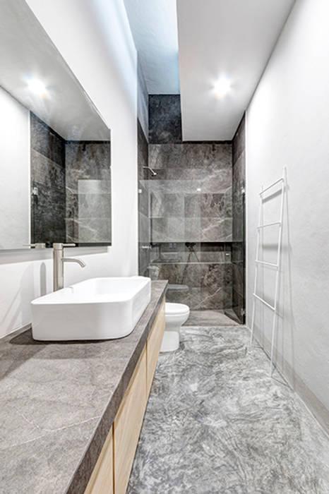 Minimalistische Badezimmer von La Desarrolladora Minimalistisch Marmor