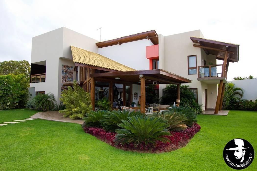 Tropical style garden by Tânia Póvoa Arquitetura e Decoração Tropical