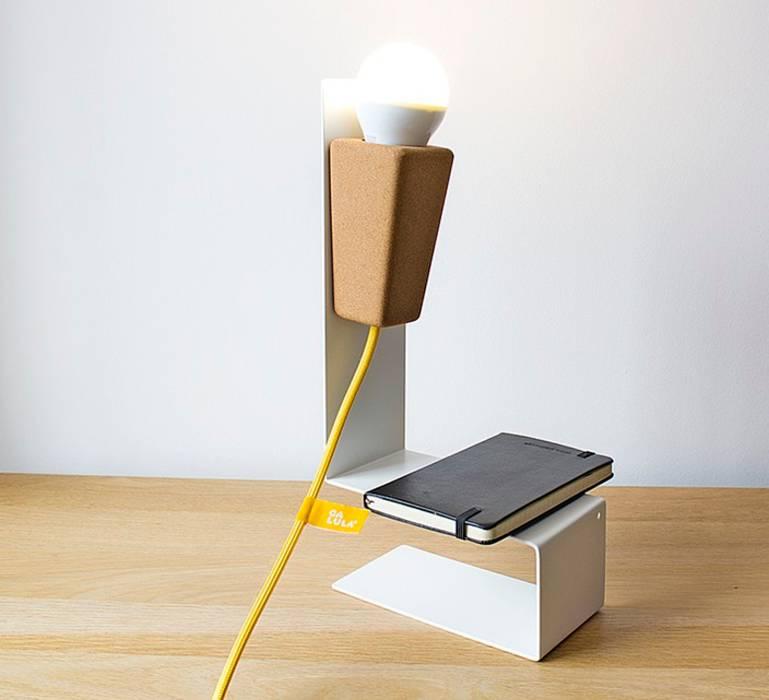 LAMPE À POSER, GLINT, LIÈGE CLAIR, BLANC, JAUNE, L32CM - GALULA: Bureaux de style  par NEDGIS