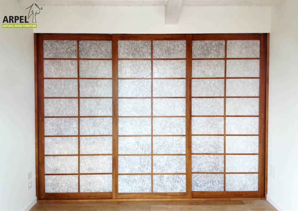Cabina armadio vista chiusura frontale: Camera da letto in stile in stile Asiatico di Arpel