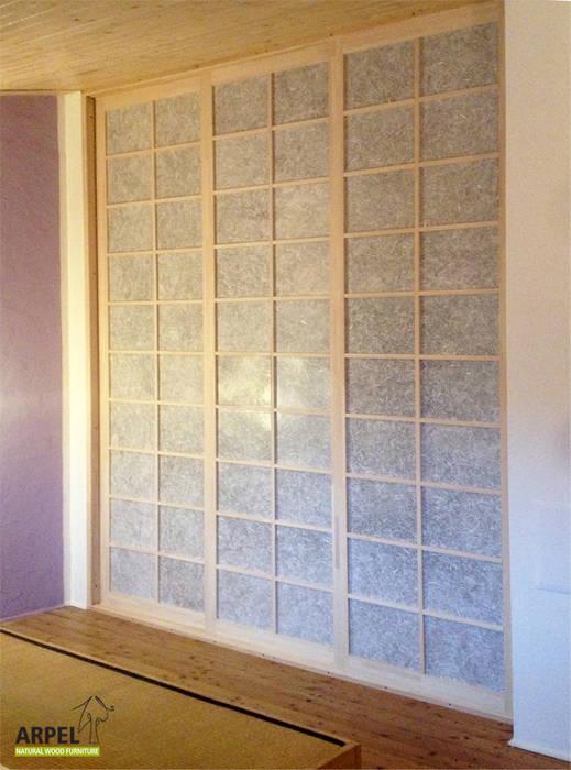 Cabina armadio con ante scorrevoli giapponesi: Camera da letto in stile in stile Asiatico di Arpel