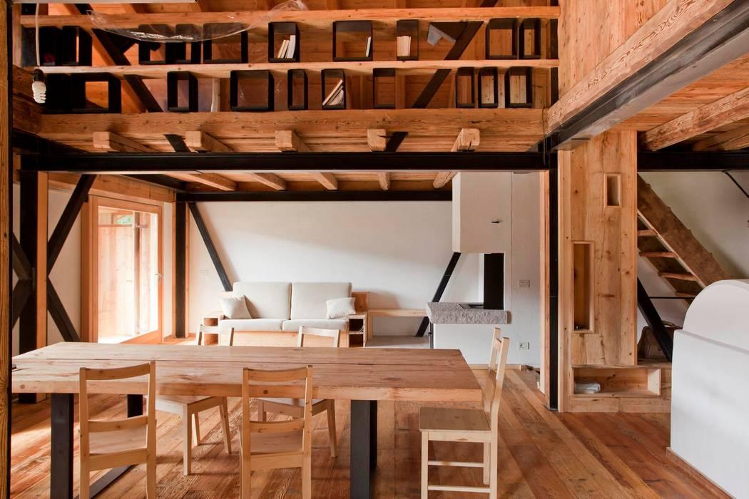 Phòng ăn phong cách mộc mạc bởi ALDENA Mộc mạc Gỗ Wood effect
