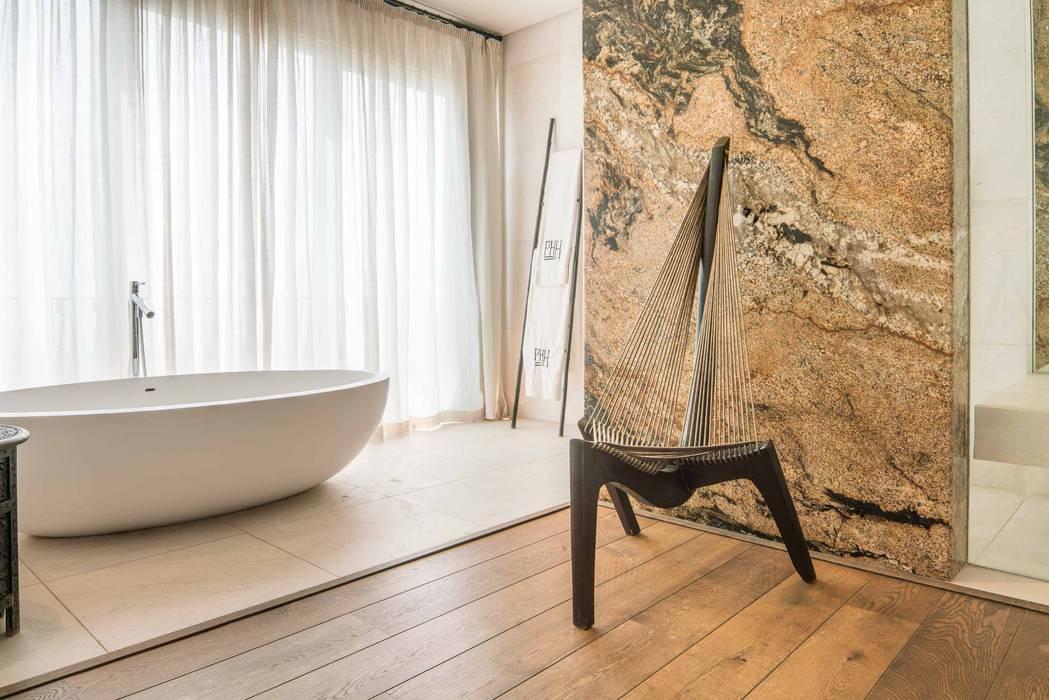 Baños de estilo ecléctico de MARVIN FARR ARCHITECTS Ecléctico