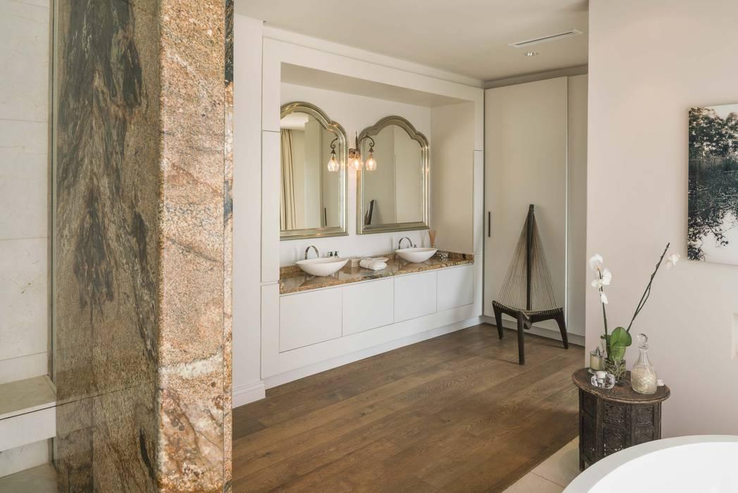 THE VILLA, CAPE TOWN I MARVIN FARR ARCHITECTS MARVIN FARR ARCHITECTS Eclectic style bathroom