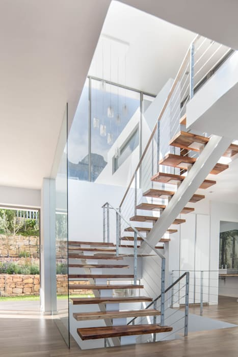HOUSE I ATLANTIC SEABOARD, CAPE TOWN I MARVIN FARR ARCHITECTS Modern Corridor, Hallway and Staircase by MARVIN FARR ARCHITECTS Modern
