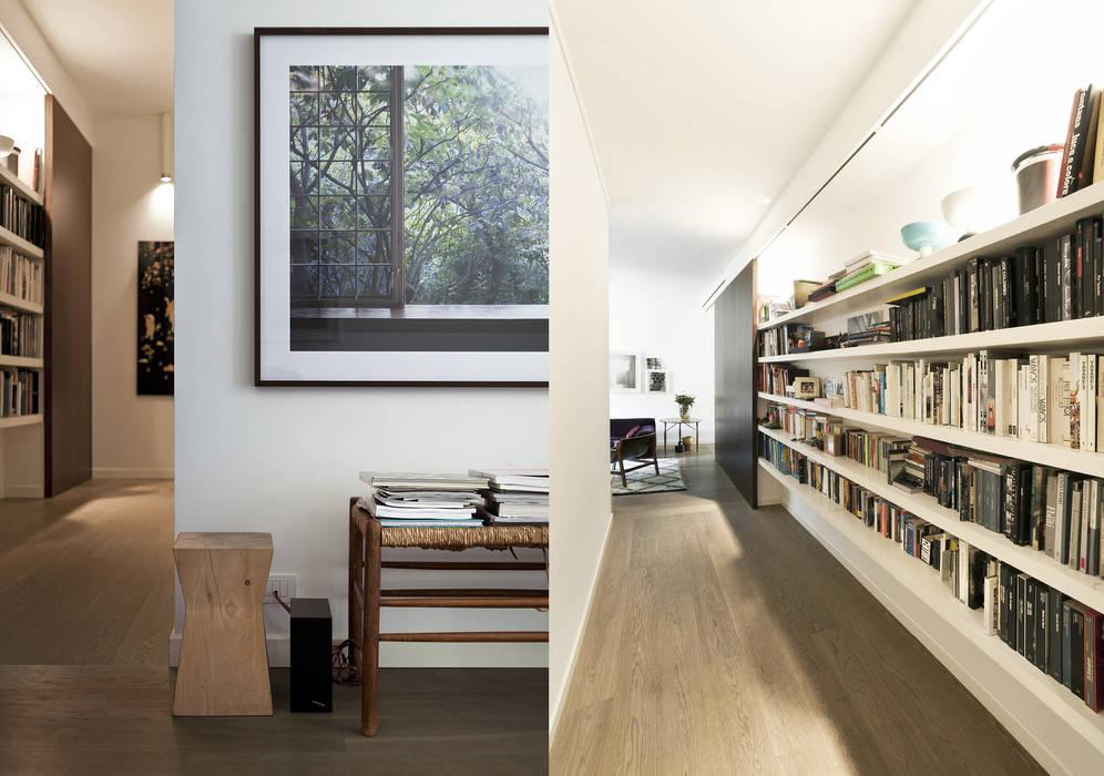 Modern corridor, hallway & stairs by Fabio Azzolina Architetto Modern