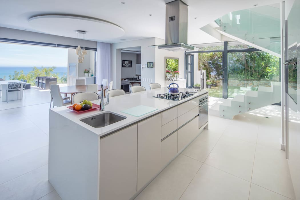 HOUSE I CAMPS BAY, CAPE TOWN I MARVIN FARR ARCHITECTS Modern Kitchen by MARVIN FARR ARCHITECTS Modern