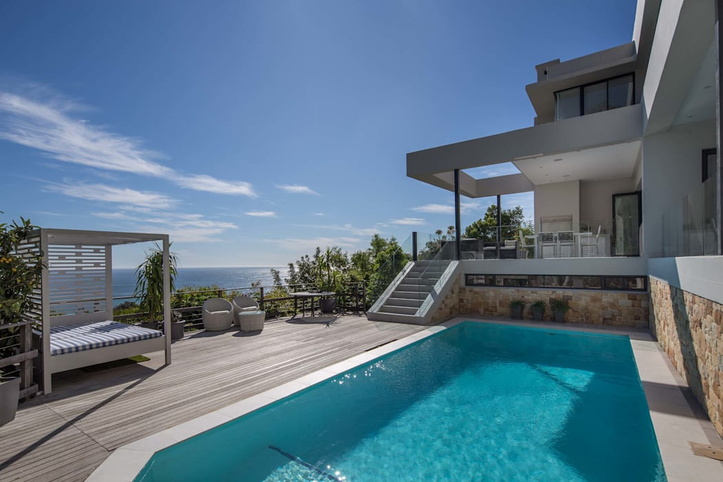 HOUSE I CAMPS BAY, CAPE TOWN I MARVIN FARR ARCHITECTS Modern balcony, veranda & terrace by MARVIN FARR ARCHITECTS Modern
