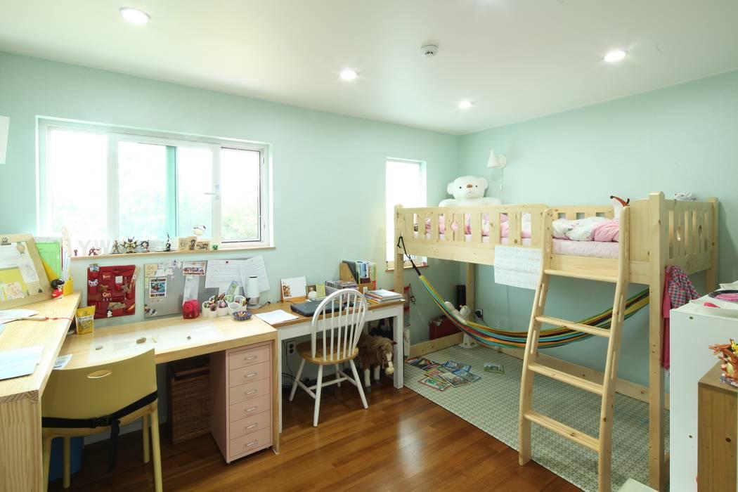 Nursery/kid's room by 위드하임,