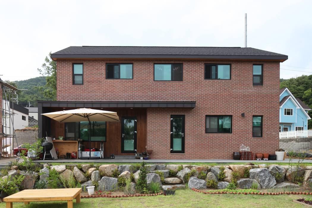 송현리 주택 Asian style houses by 위드하임 Asian Bricks