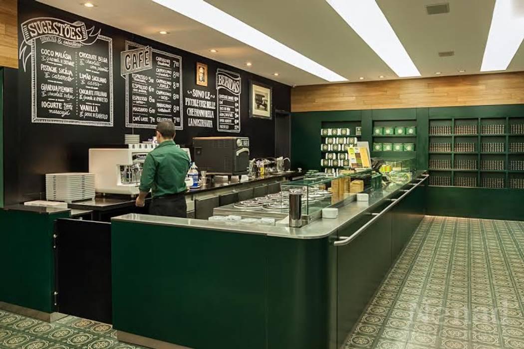 Riskalla & Mueller Arquitetura e Interiores Bars & clubs Aluminium/Zinc Green