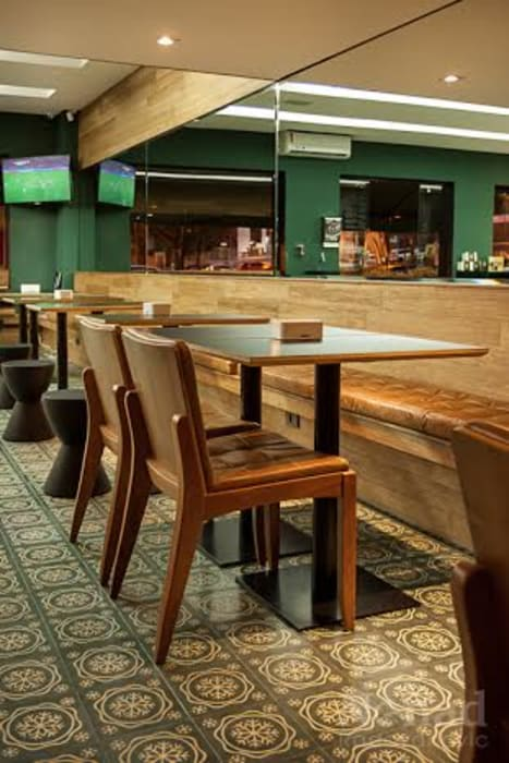 Riskalla & Mueller Arquitetura e Interiores Quán bar & club Than củi Green
