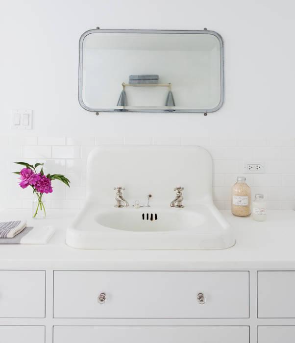 Brooklyn Brownstone:  Bathroom by Lorraine Bonaventura Architect