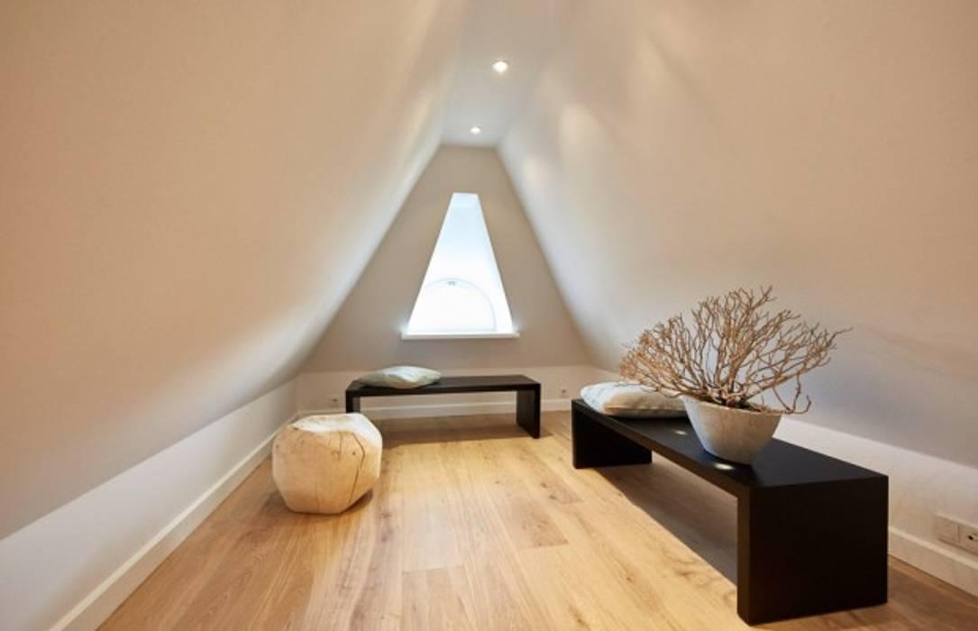 SALLIER WOHNEN SYLT Pasillos, vestíbulos y escaleras de estilo moderno Madera Beige