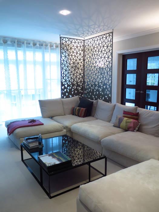 Laser cut screens - Room divider - Crackle design. Salas de estilo moderno de miles and lincoln Moderno