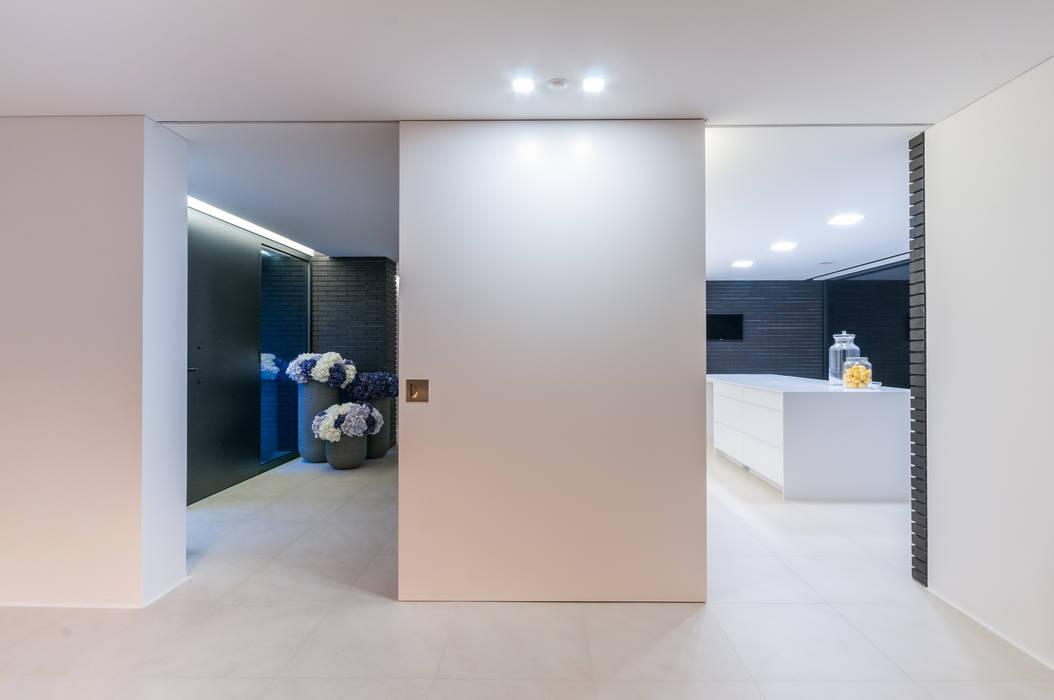 Moderne gangen, hallen & trappenhuizen van ARTEQUITECTOS Modern