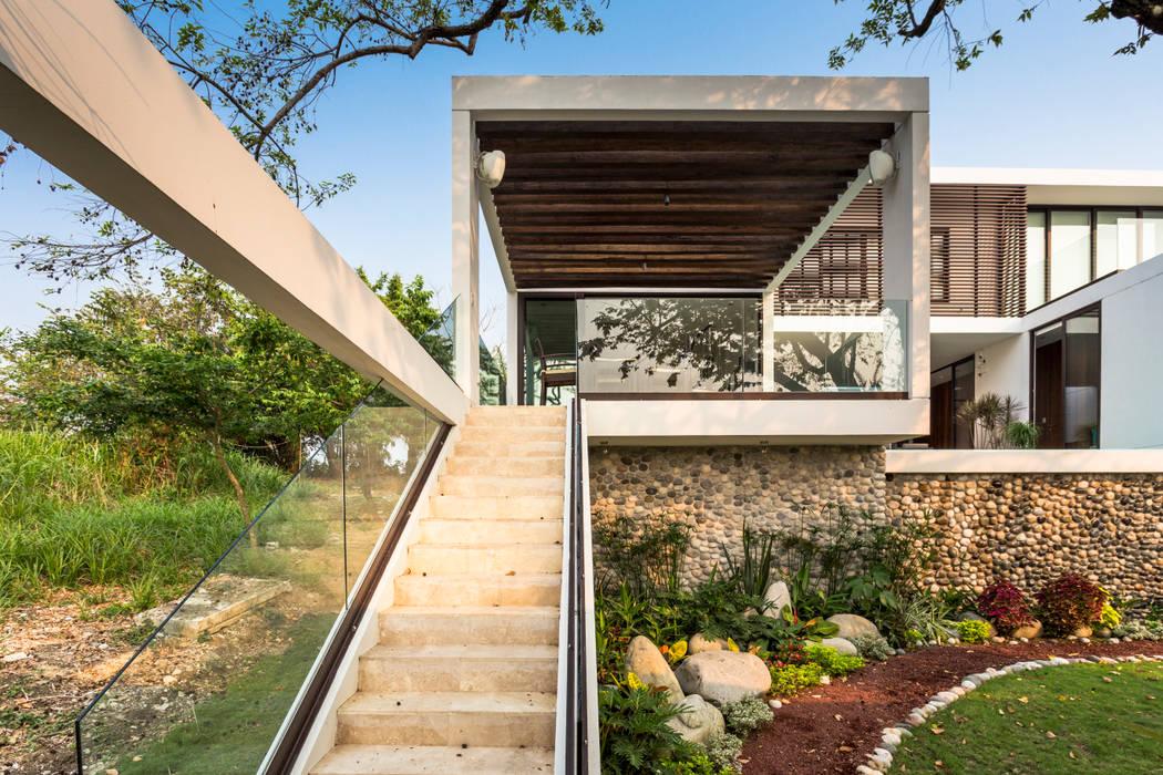 Yucatan Green Design Pasillos, vestíbulos y escaleras de estilo minimalista