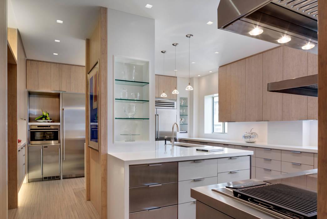 Cucina moderna di Lilian H. Weinreich Architects Moderno Bambù Verde
