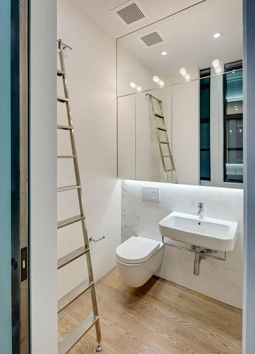 Guest Bathroom:  Bathroom by Lilian H. Weinreich Architects