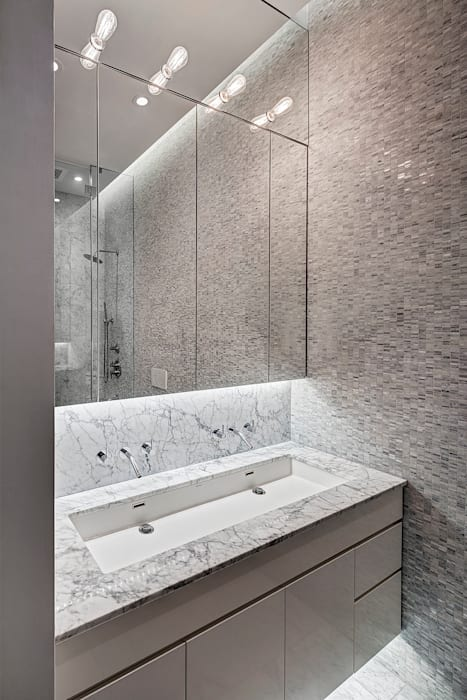 Master Bathroom:  Bathroom by Lilian H. Weinreich Architects