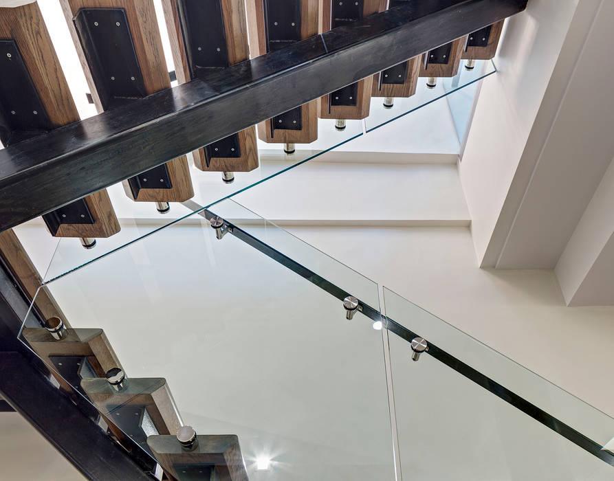 Duplex Stair Detail Minimalist corridor, hallway & stairs by Lilian H. Weinreich Architects Minimalist