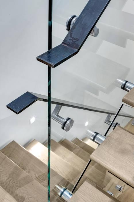 Duplex Stair Detail:  Corridor & hallway by Lilian H. Weinreich Architects