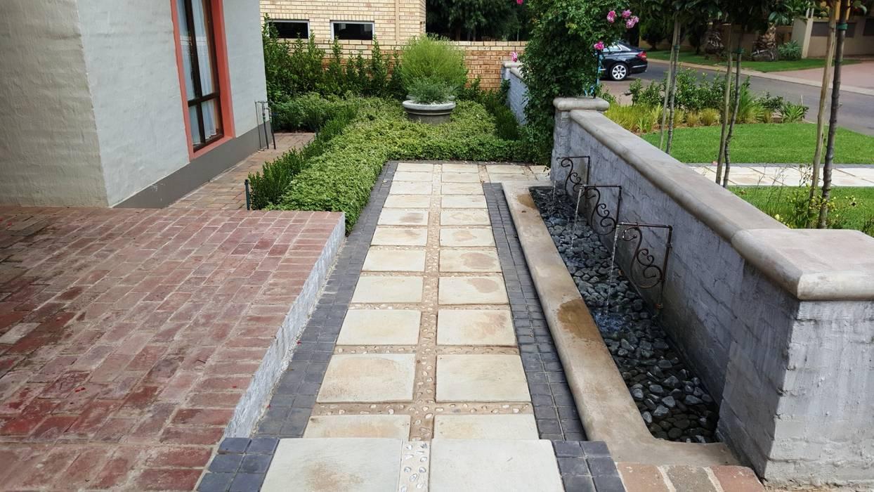 Mediterranean style walls & floors by Gorgeous Gardens Mediterranean