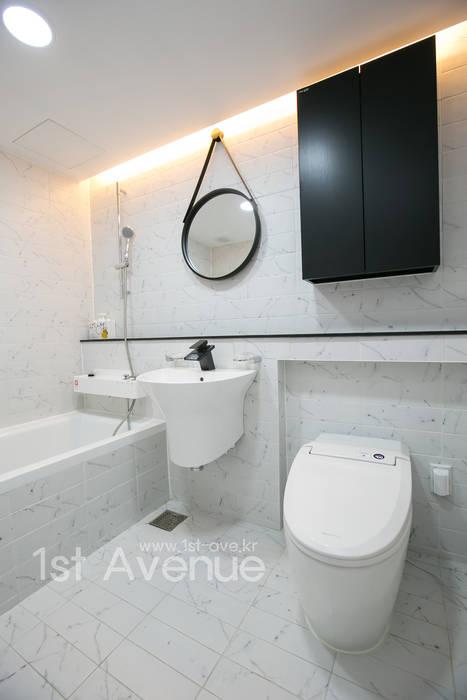 고급스러운 맞춤가구들로 꾸며진 특별함이 가득한 인테리어 모던스타일 욕실 by 퍼스트애비뉴 모던