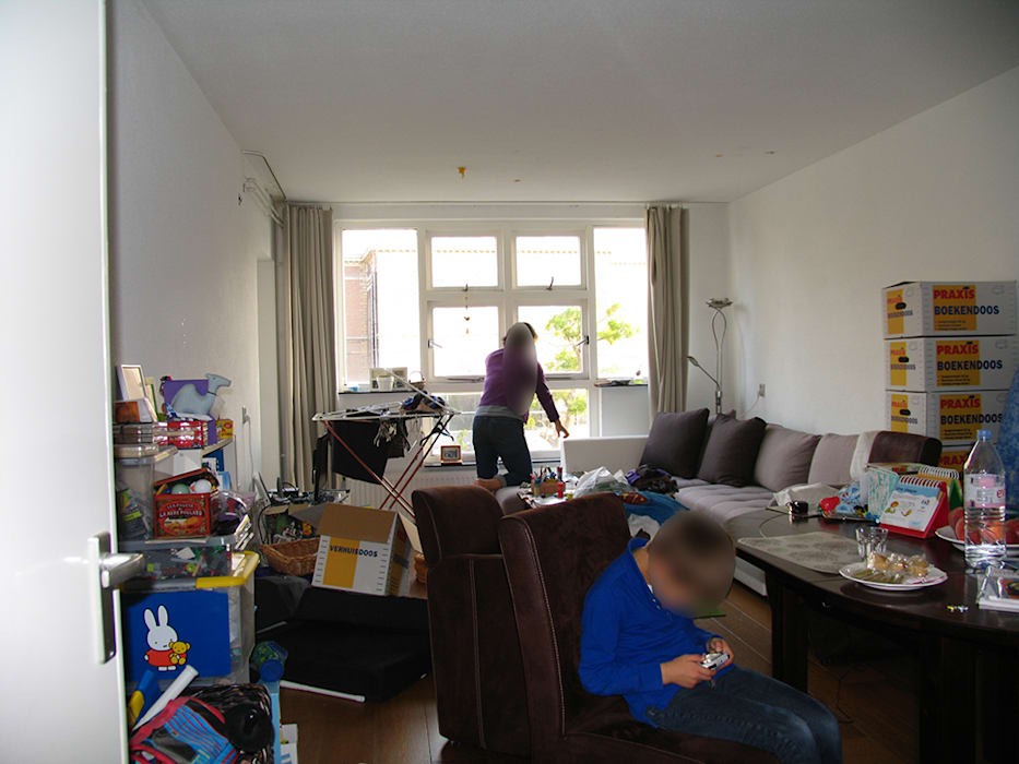 Voor donkere woon eetkamer vol met spullen moderne woonkamer