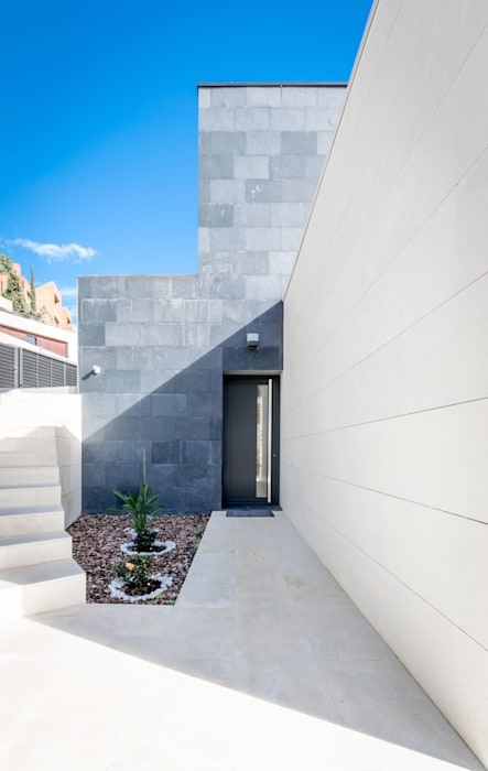 Entry door Modern houses by 08023 Architects Modern