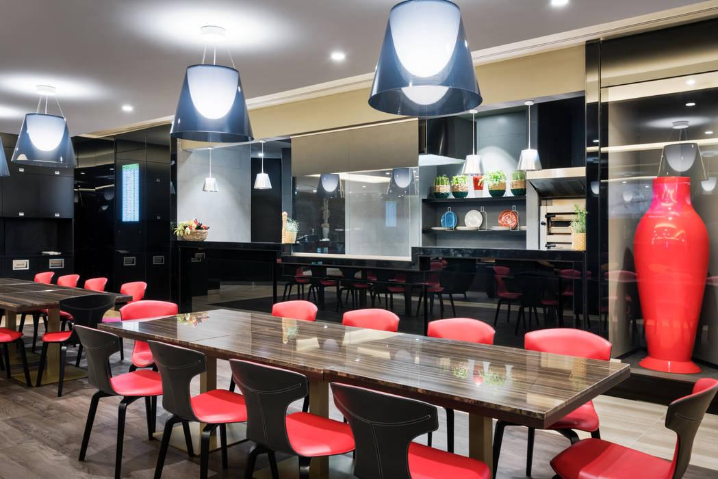 Casa Alitalia Lounge_Rome: Cucina in stile in stile Moderno di Studio Marco Piva