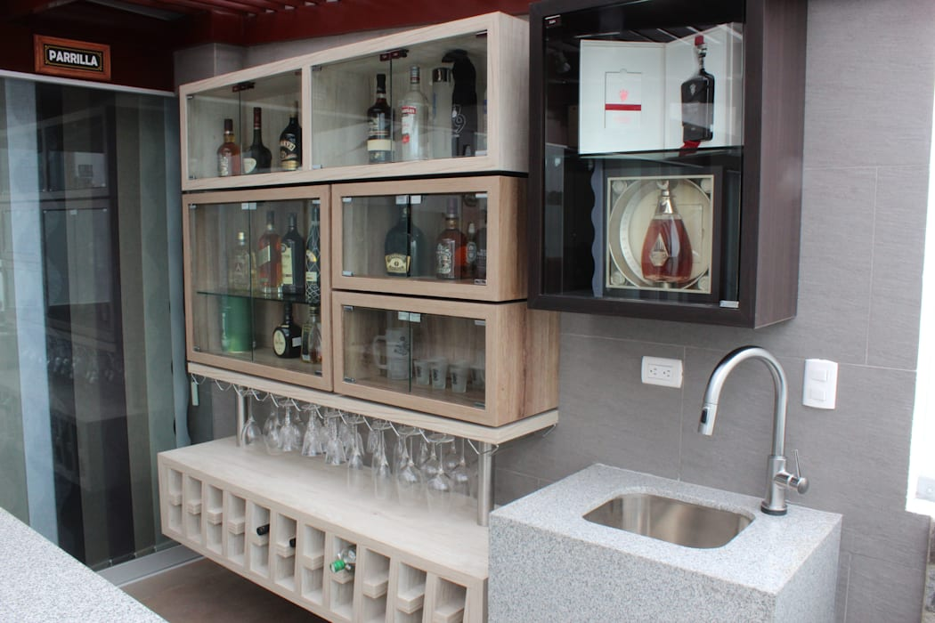 Mueble Bar Balcones y terrazas modernos de Soluciones Técnicas y de Arquitectura Moderno Derivados de madera Transparente