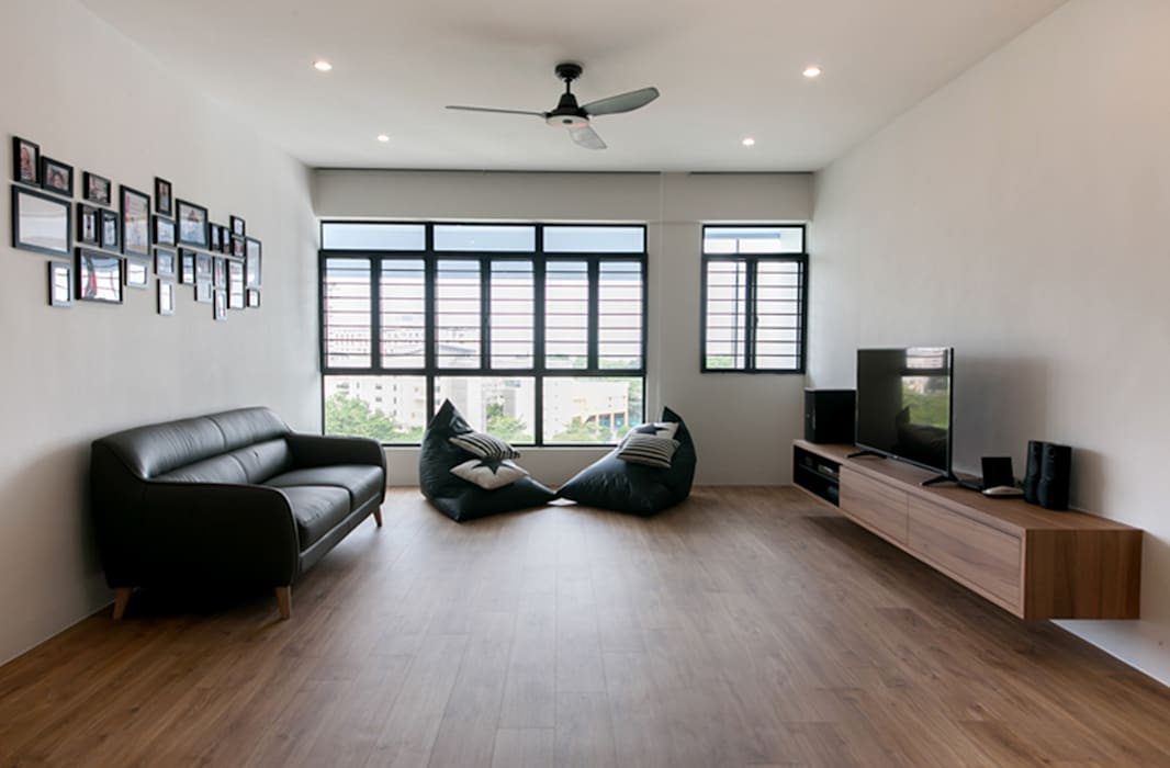 FERNWOOD TOWERS:  Living room by Eightytwo Pte Ltd