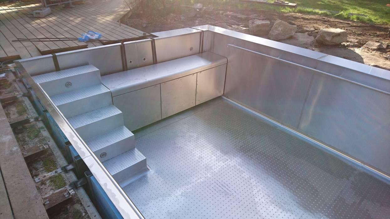 Montage Pooltreppe Und Rollladenabdeckung Moderne Pools Von Hesselbach Gmbh Modern Eisen Stahl Homify