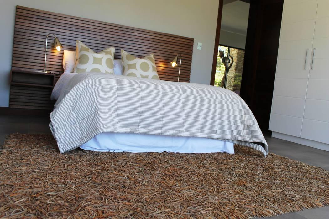 Dormitorios de estilo clásico de Margaret Berichon Design Clásico Madera maciza Multicolor