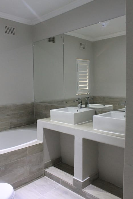 Baños de estilo clásico de Margaret Berichon Design Clásico Azulejos