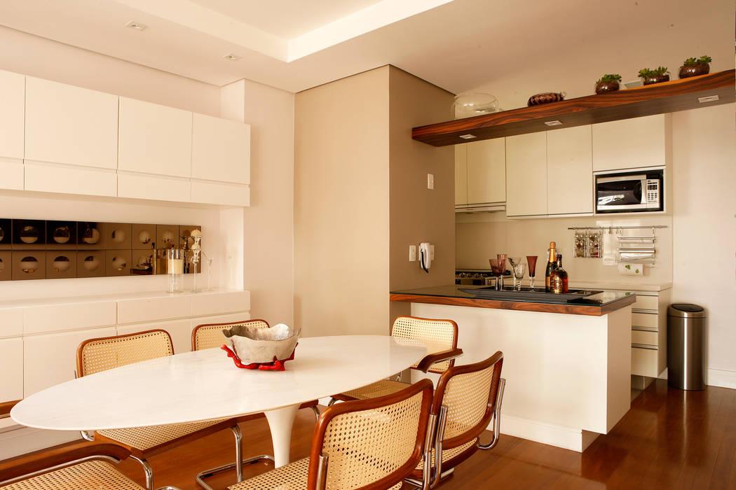 Modern dining room by Nice De Cara Arquitetura Modern