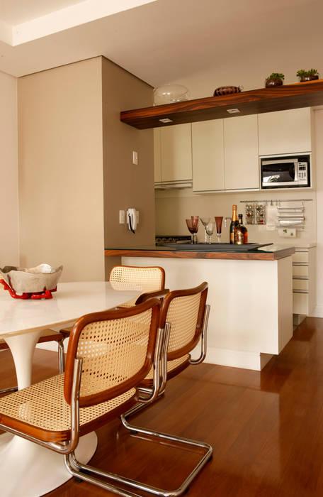 Modern kitchen by Nice De Cara Arquitetura Modern
