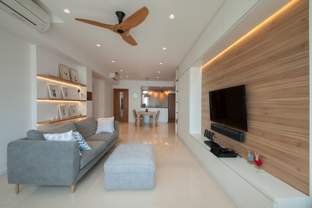 COSTA DEL SOL:  Living room by Eightytwo Pte Ltd