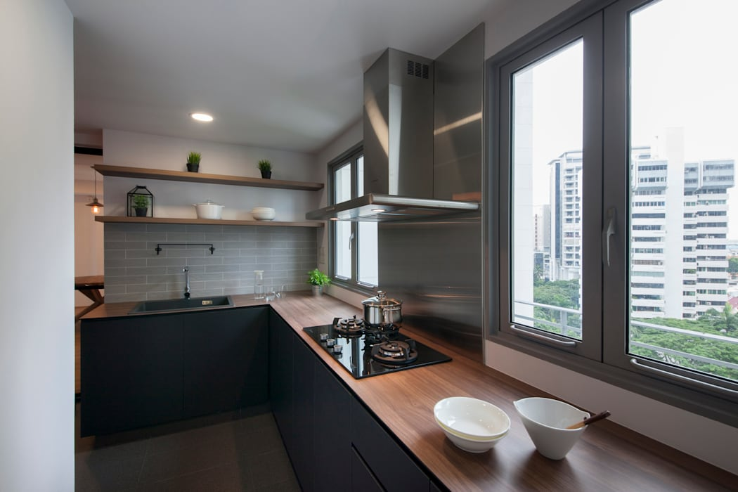 THE BELVEDERE:  Kitchen by Eightytwo Pte Ltd
