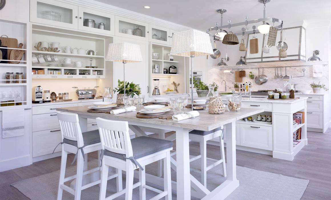 Comedor, isla y área de cocción: Cocinas de estilo  de DEULONDER arquitectura domestica, Rústico