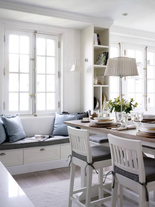 Un privilegiado rincón de estar DEULONDER arquitectura domestica Cocinas de estilo rústico Blanco