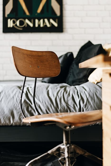 Industrial bedroom โดย Katie Malik Interiors อินดัสเตรียล