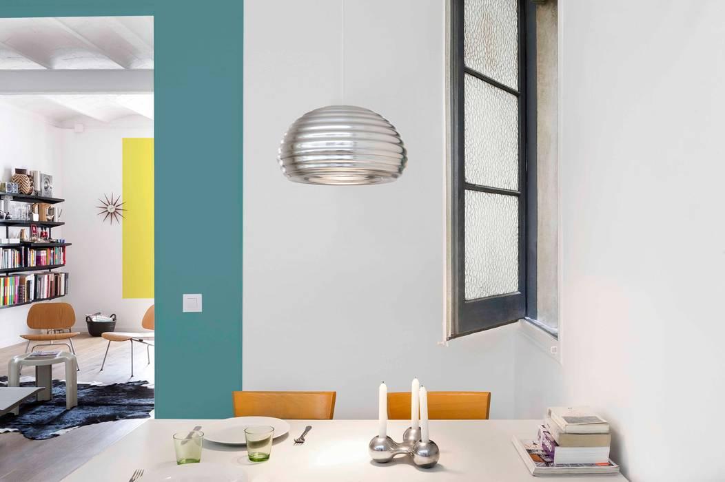 Scandinavian style dining room by Egue y Seta Scandinavian