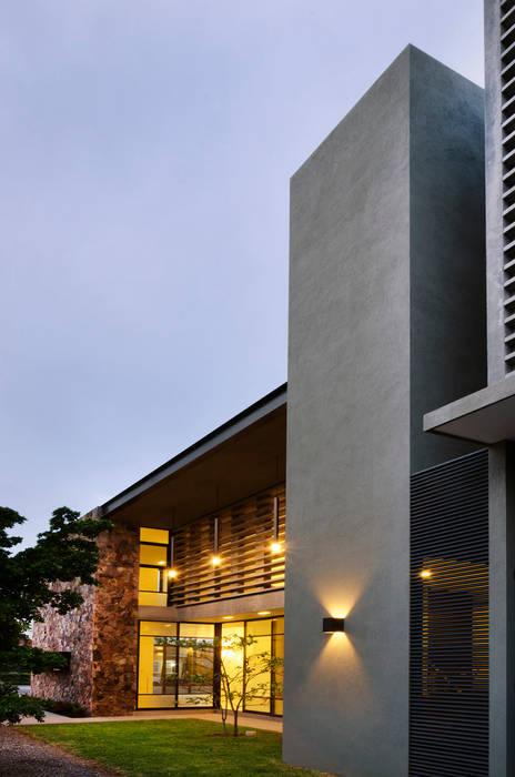 Casa Pilastra 180 - VMArquitectura Casas modernas de VMArquitectura Moderno Concreto