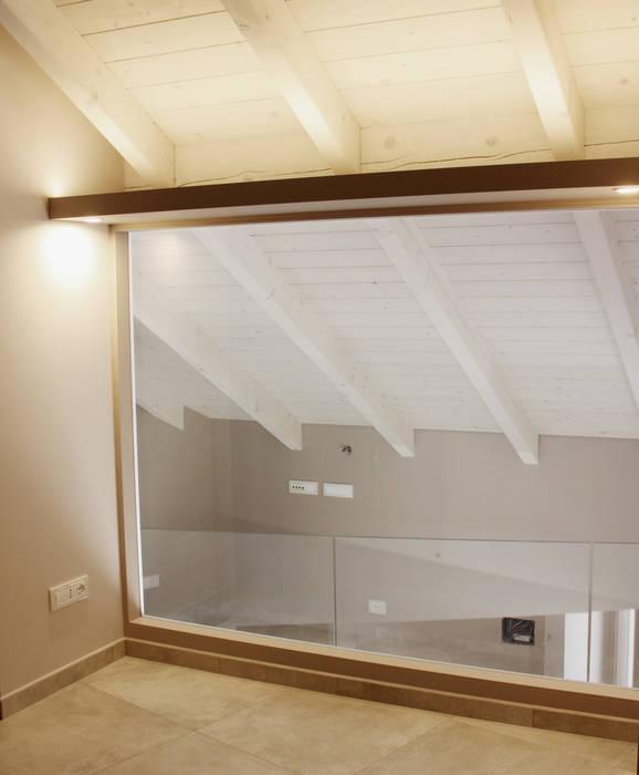 VETRATA ILLUMINATA: Camera da letto in stile in stile Moderno di Fabio Ricchezza architetto